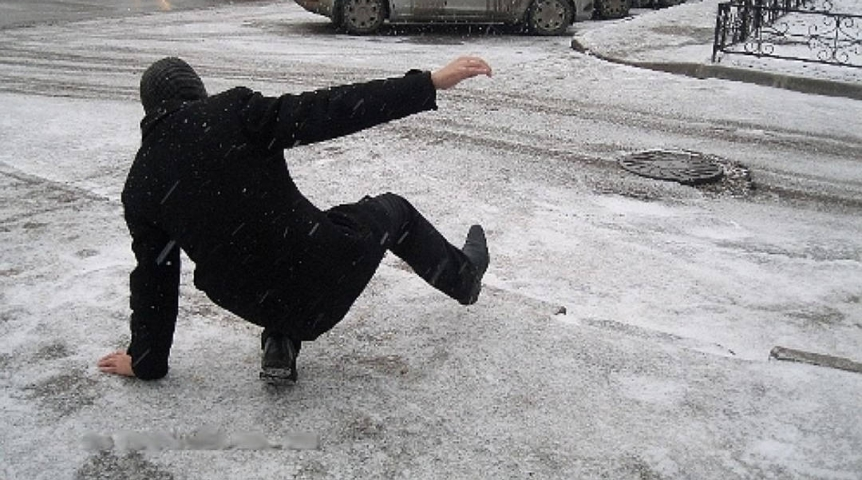 «Привыкли ездить на машинах»: Анташев предложил чиновникам пройтись по гололеду