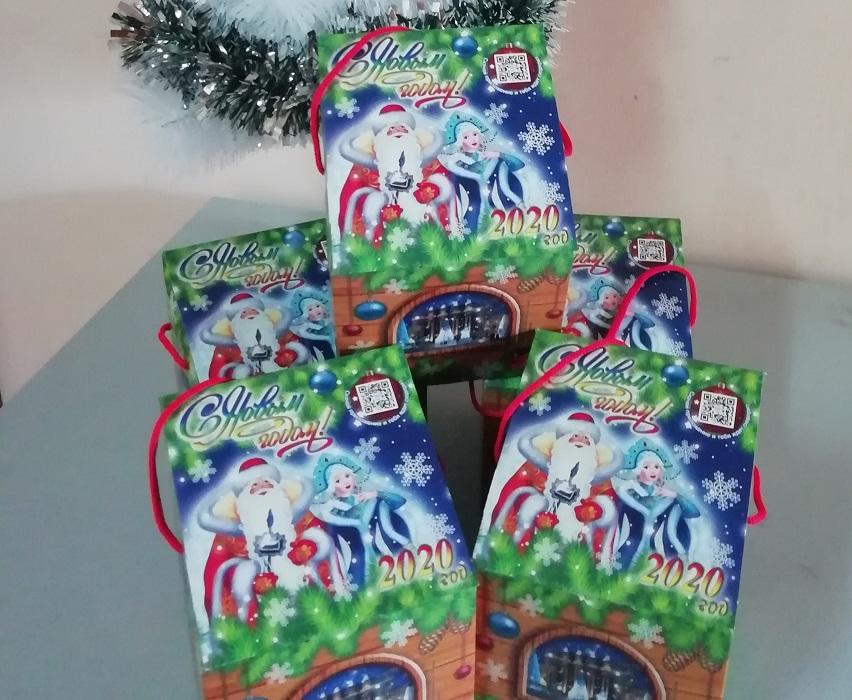 Стало известно, кто получит новогодние подарки от губернатора Азарова