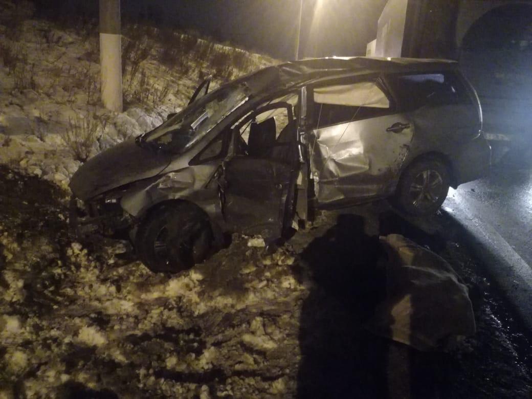 В Тольятти набитая людьми машина попала под грузовик. Водитель погиб