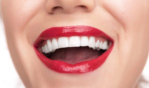 Стоматолог назвал главные ошибки при чистке зубов
