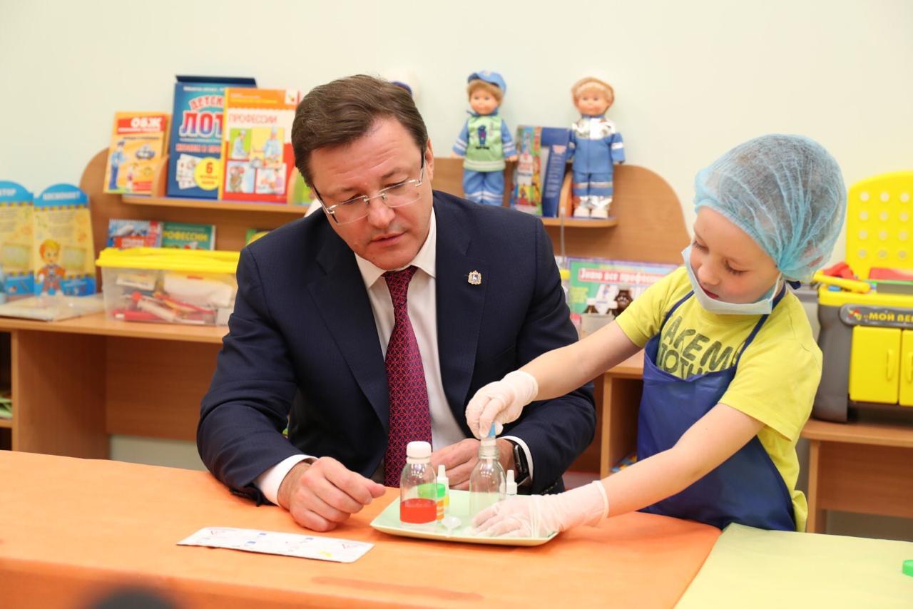 Губернатор Дмитрий Азаров посетил новый детский садв селе Курумоч