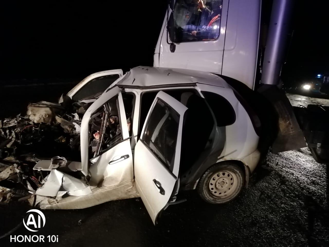 Под Тольятти девушка врезалась в грузовик и погибла