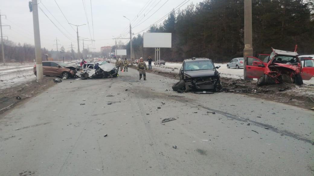 В Тольятти в аварии четырех машин погиб человек