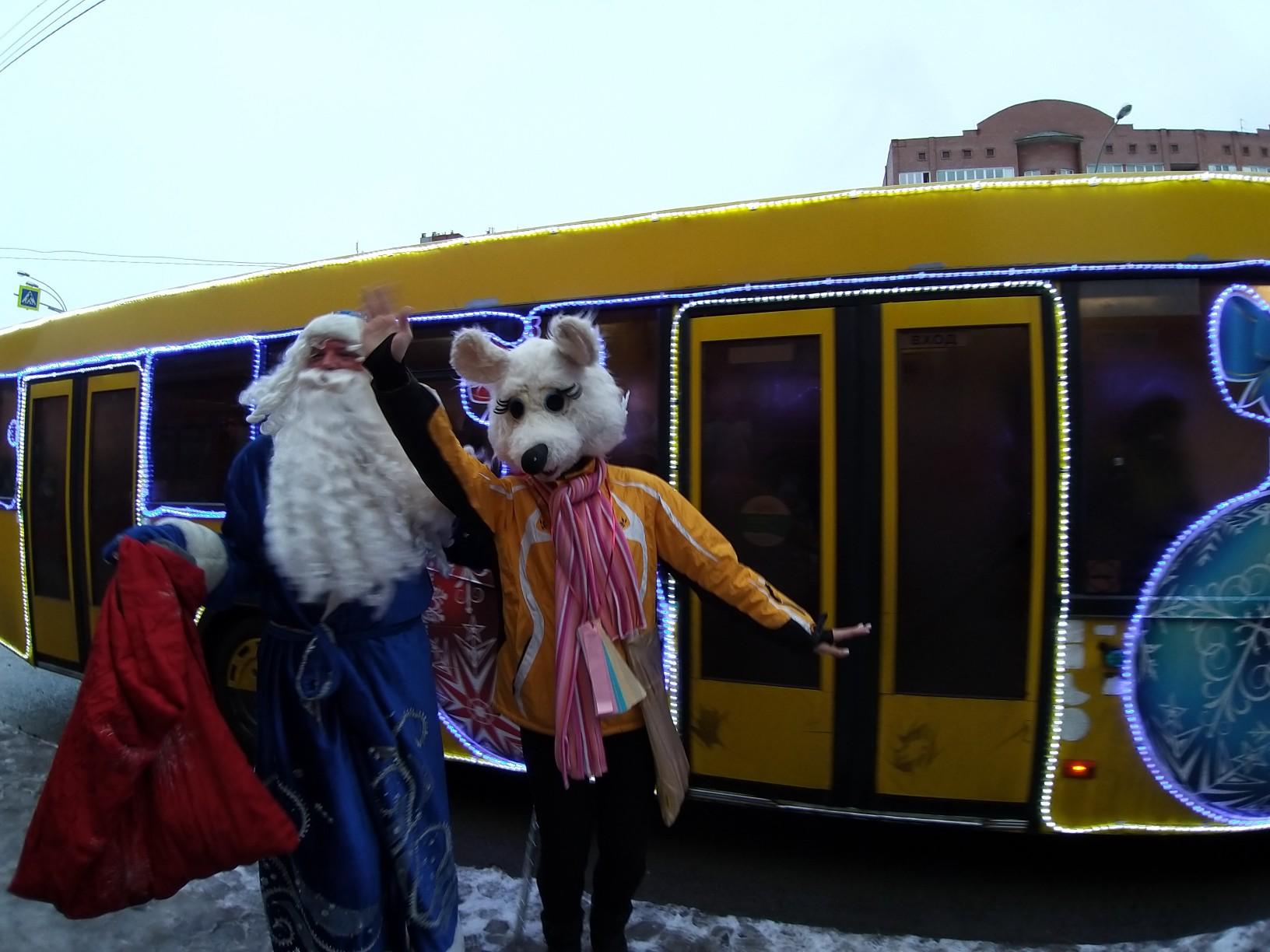 Мышка обилечивает, медведь играет на баяне, а Дед Мороз поздравляет: В Тольятти стартовал праздничный Чудо-маршрут
