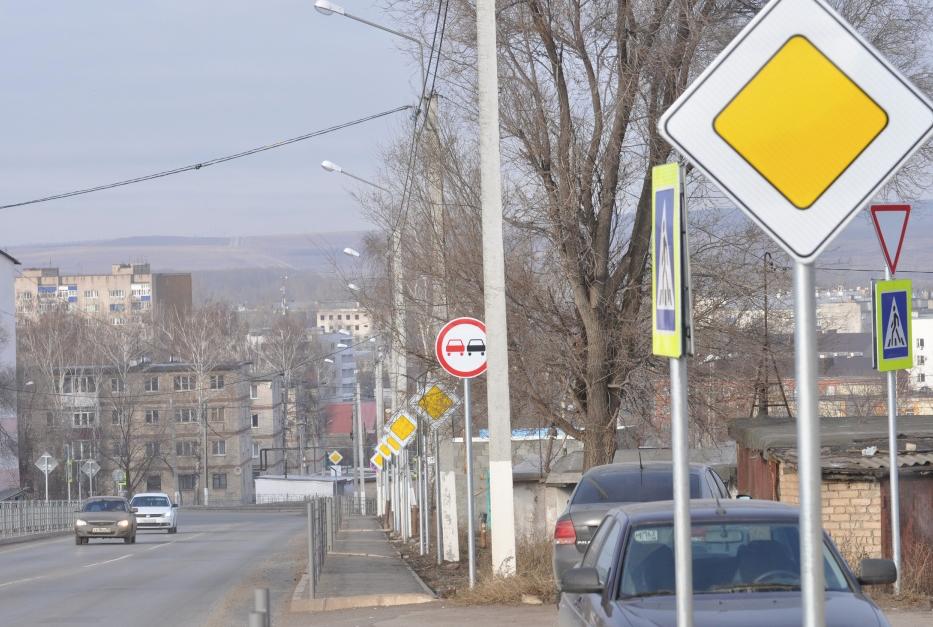 Под Самарой на крохотном участке трассы установили 38 дорожных знаков
