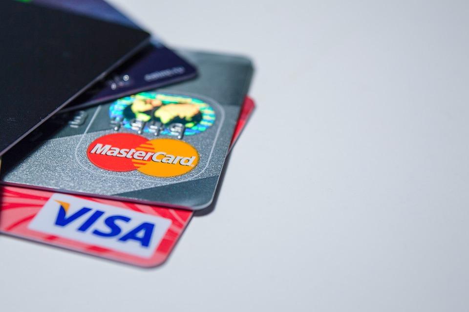 Тольяттинец оплачивал свои траты банковской картой соседа