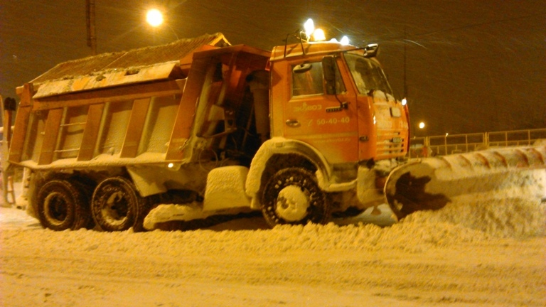 В Тольятти дороги от снега чистят полсотни спецмашин