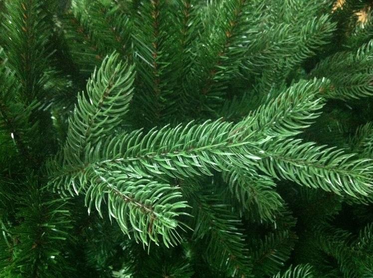 Тольяттинцы предпочитают искусственные новогодние елки