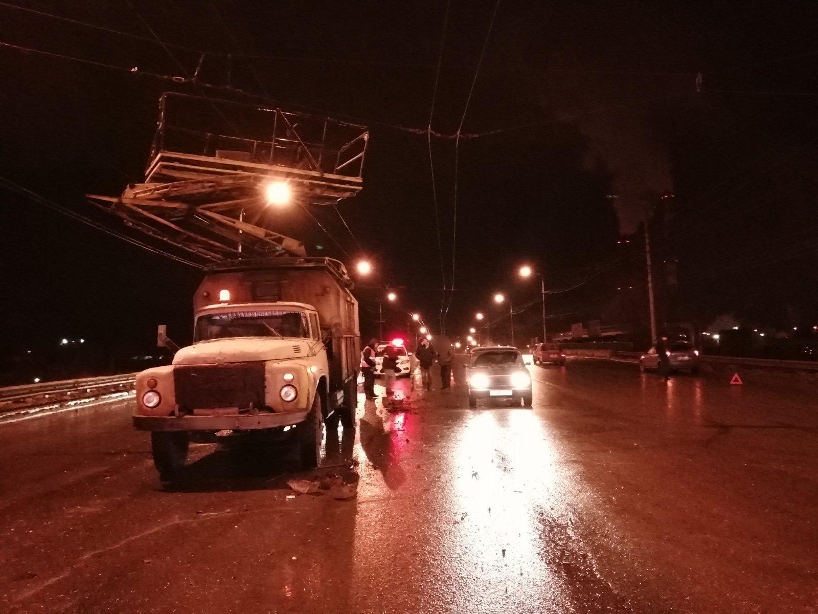 В Тольятти разыскивают водителя, который врезался в грузовик-телевышку