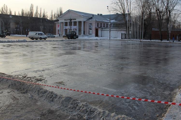 В Тольятти на площади Свободы заливают круглосуточный каток