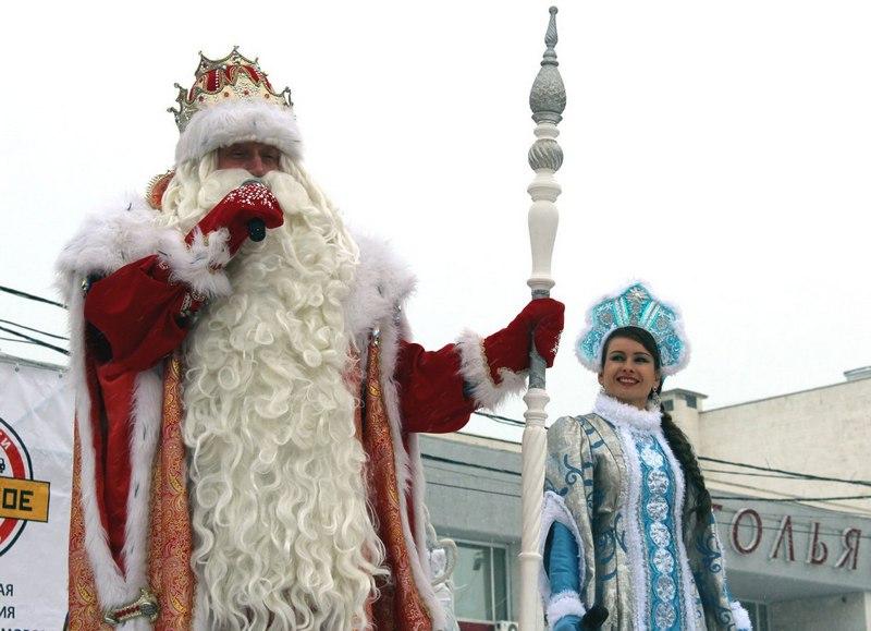 Тольяттинцев в автобусах будут развлекать Дед Мороз и Снегурочка