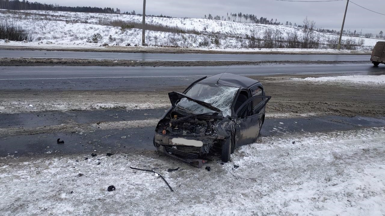 Под Тольятти 4 человека пострадали в лобовом столкновении машин