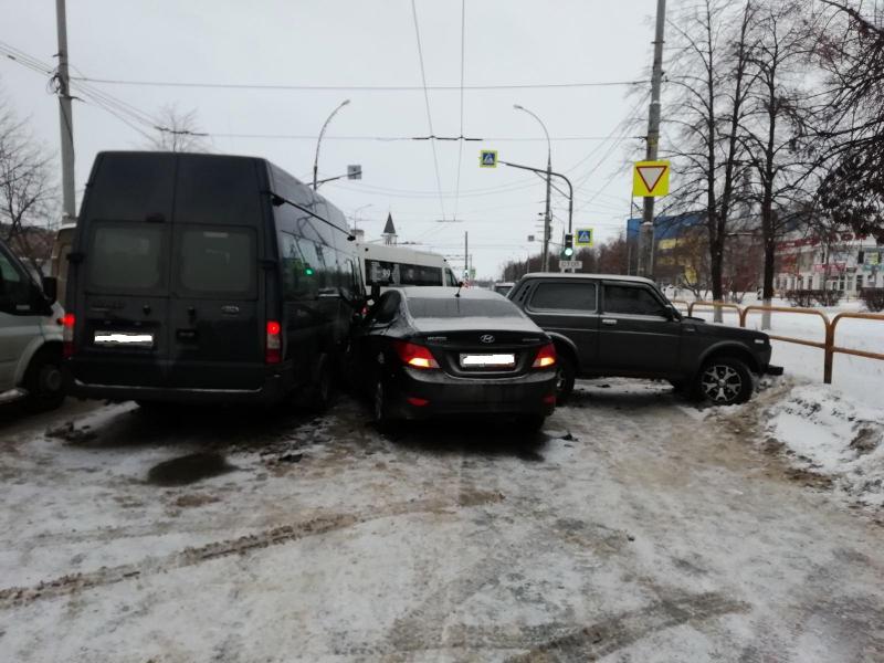 В Тольятти виновник аварии с 4 машинами сбежал с места ДТП