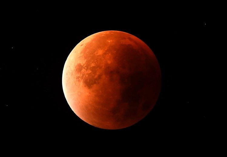 Астролог объяснила, почему важно остаться дома во время первого лунного затмения года