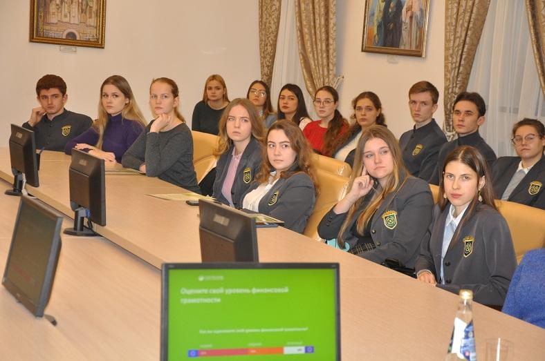 Сбербанк провел лекцию по актуальным финансовым инструментам в Поволжском православном институте