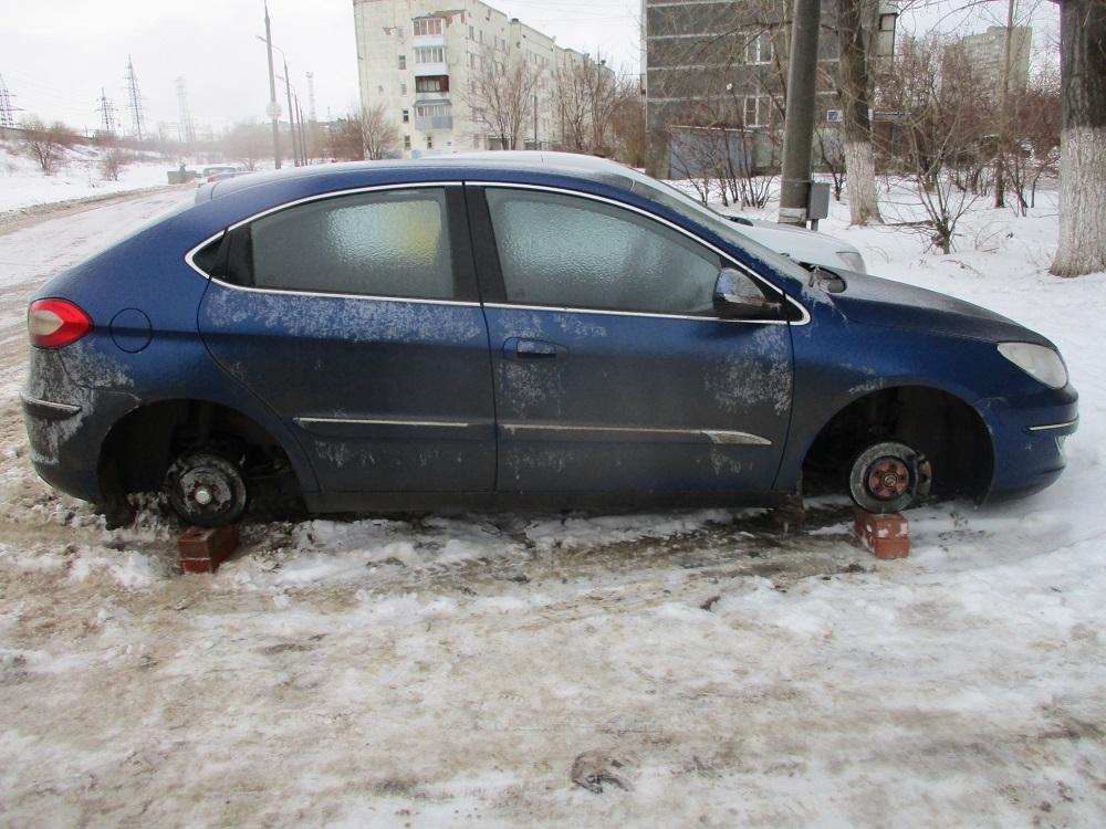 Семейная пара промышляла ночными кражами колес в Тольятти и Самаре