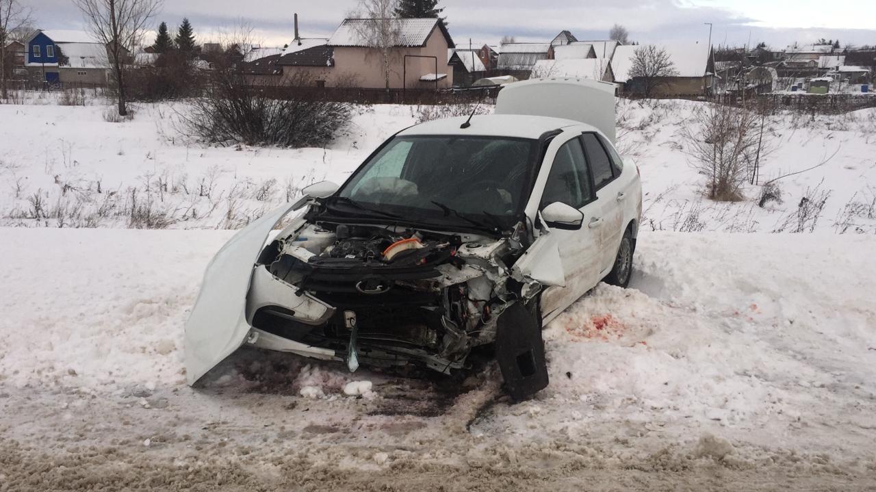 Из салона достали спасатели: Водители пострадали в аварии на трассе под Тольятти
