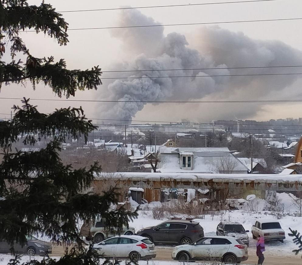 Увеличилась площадь пожара на складе в Тольятти