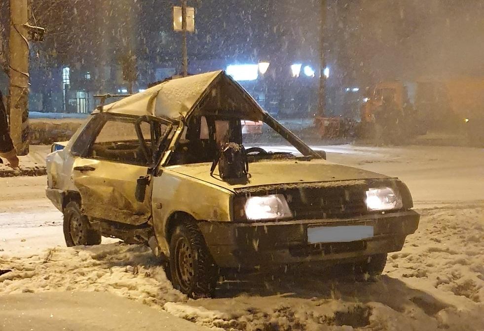 В Тольятти нарушитель на «Ладе» попал под КАМАЗ-снегоуборщик