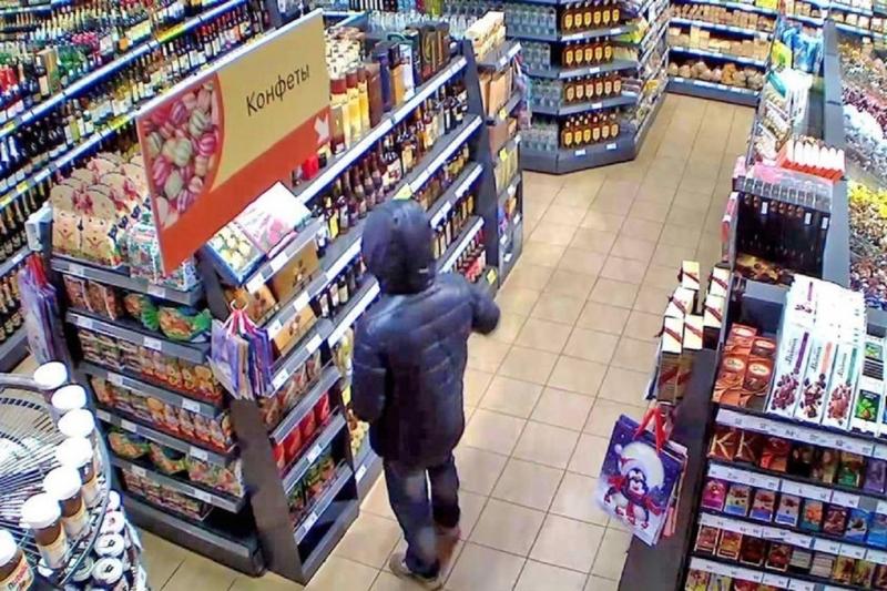 Молодой тольяттинец вынес из магазина сладостей на 5 тысяч рублей