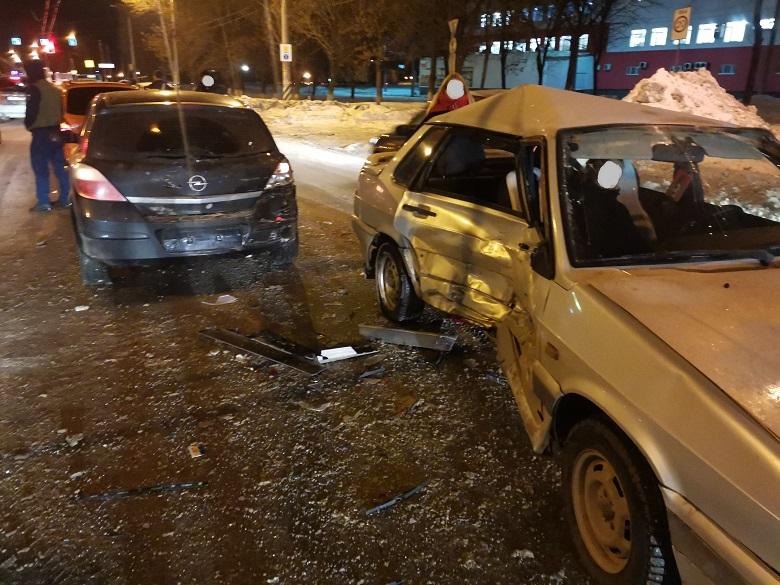 В Тольятти три человека пострадали в массовой аварии