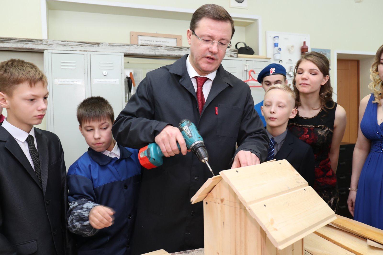 Губернатор Дмитрий Азаров побывал в гостях у воспитанников тольяттинского центра «Единство»