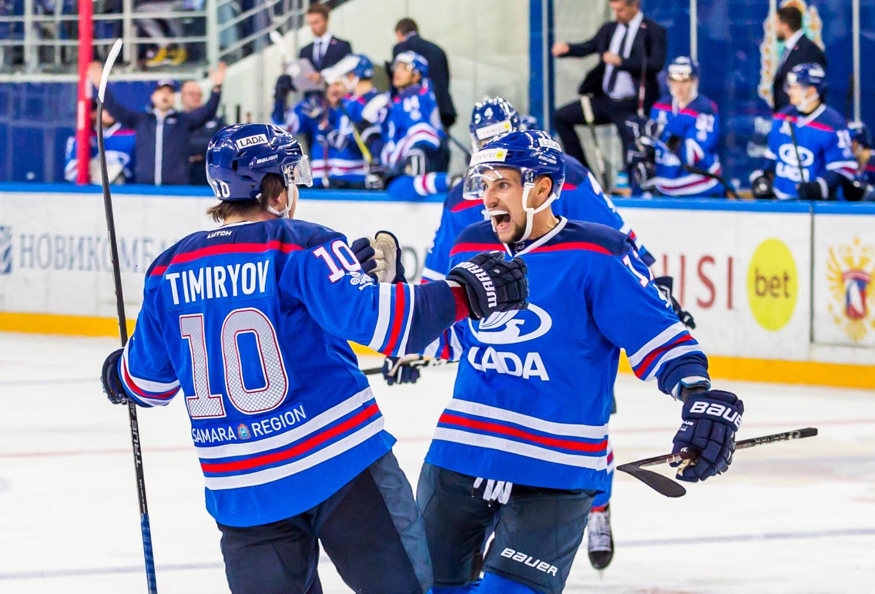 Хоккейная «Лада» гарантировала себе место в плей-офф