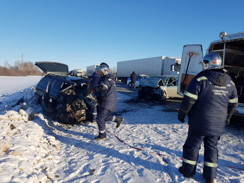 В Самарской области в аварии погибли два человека и пострадали трое
