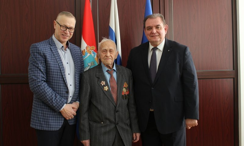 В Тольятти участника Сталинградской битвы поздравили с 98-летием