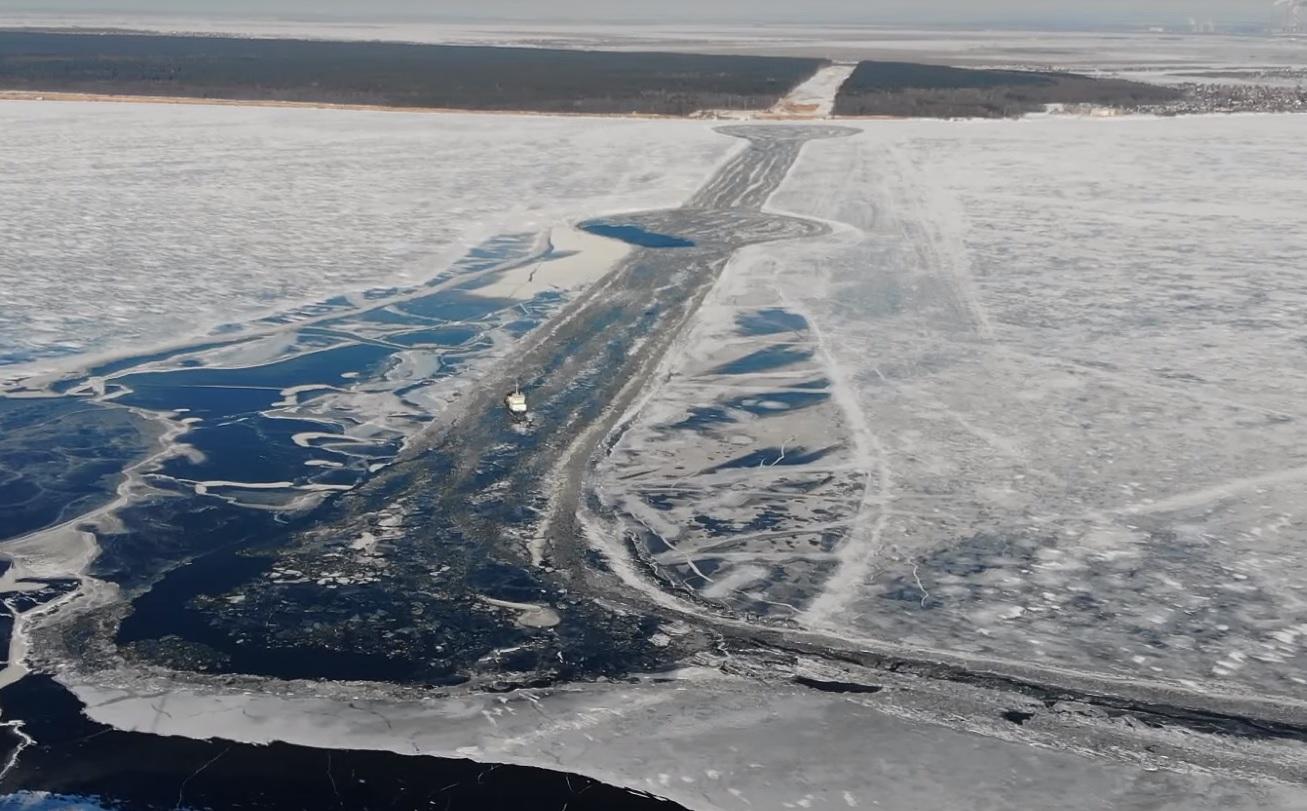 В Самарской области Волгу очистили ото льда на месте будущего моста