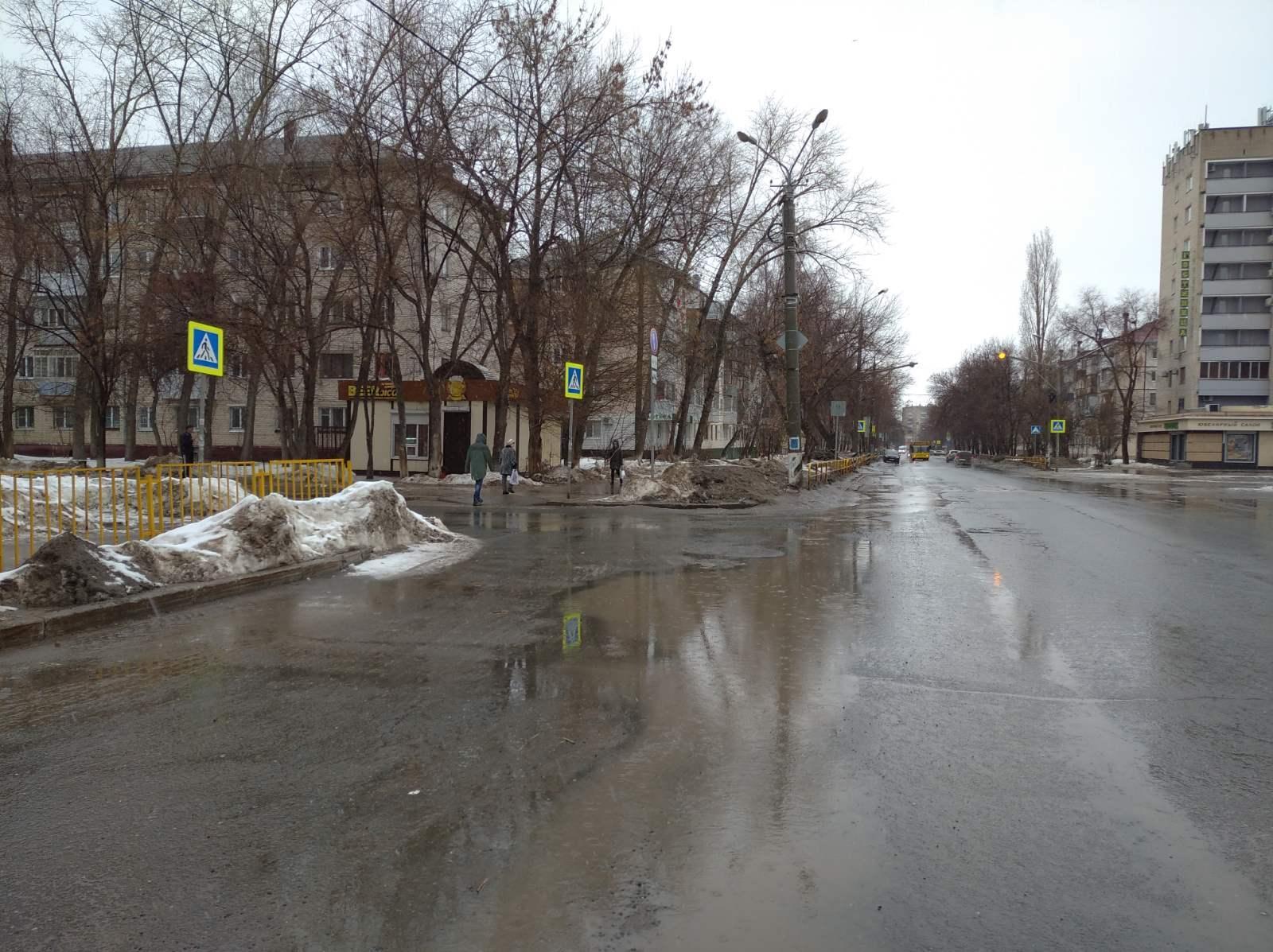 В Тольятти водитель сбил женщину на переходе и скрылся в темноте