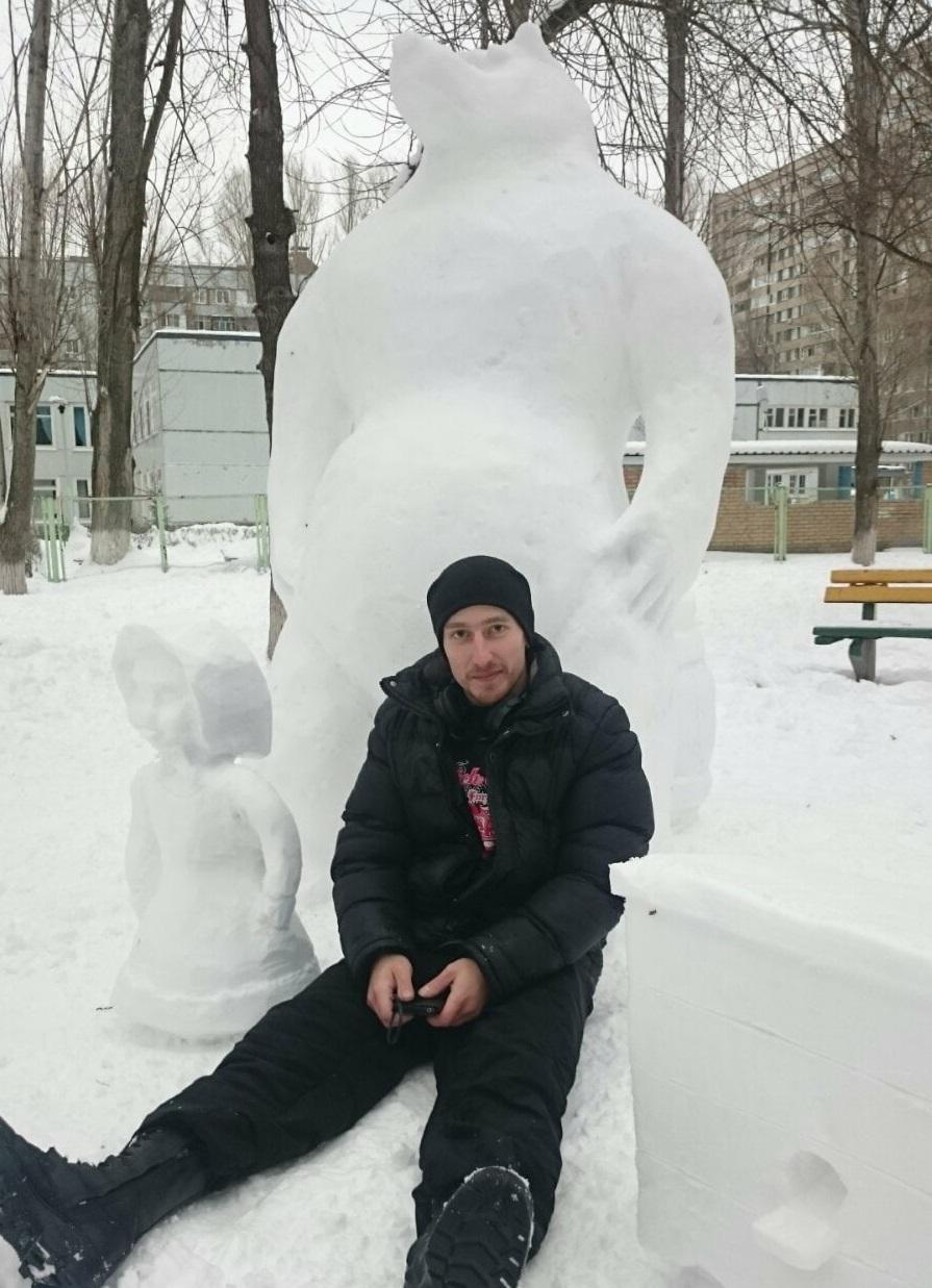 В администрации Тольятти наградили автора сказочных снеговиков