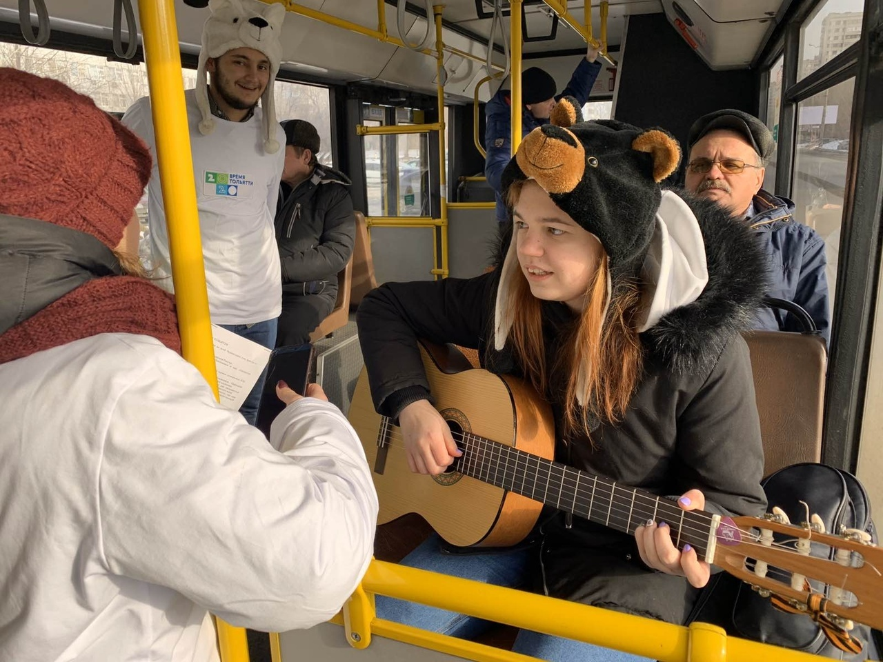 Тольяттинцев встретят в автобусах песнями, играми и конкурсами
