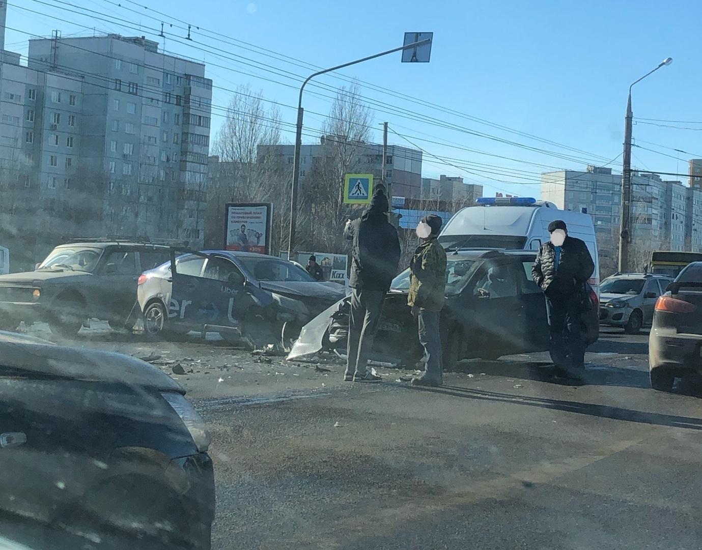 В Тольятти из-за серьезной аварии образовалась пробка на Южном шоссе