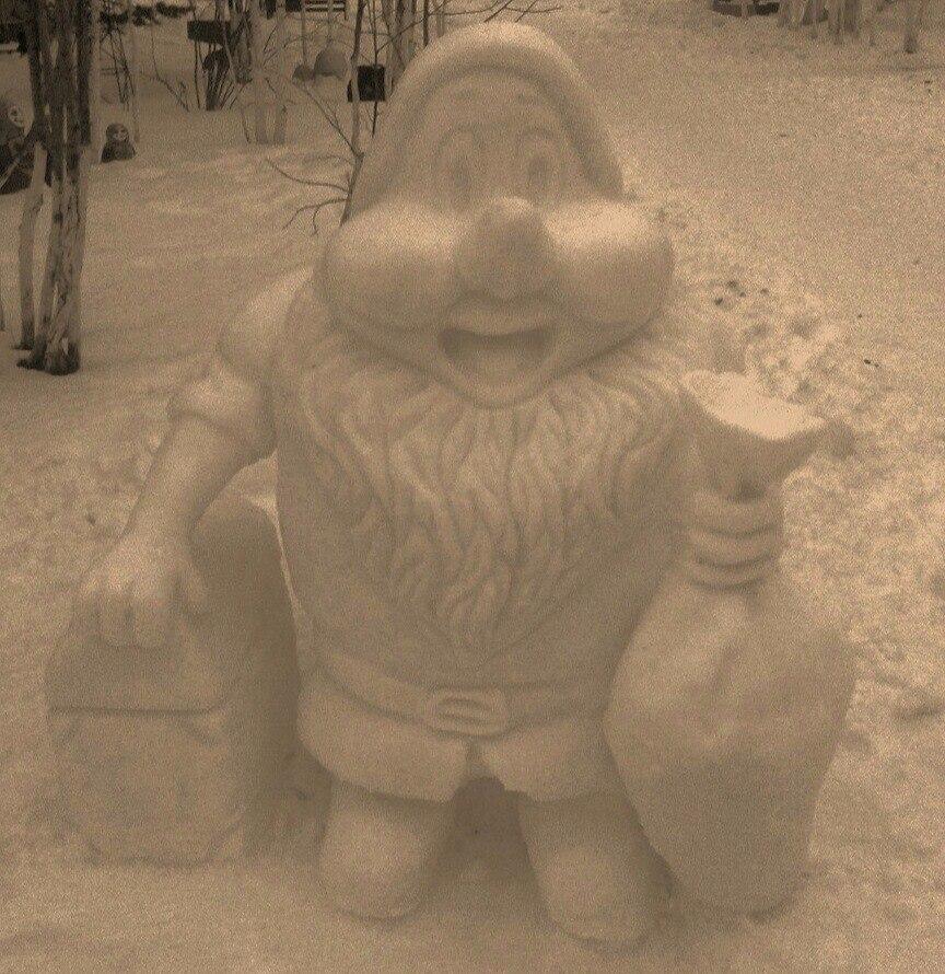 Тольяттинец удивил горожан уникальными снеговиками