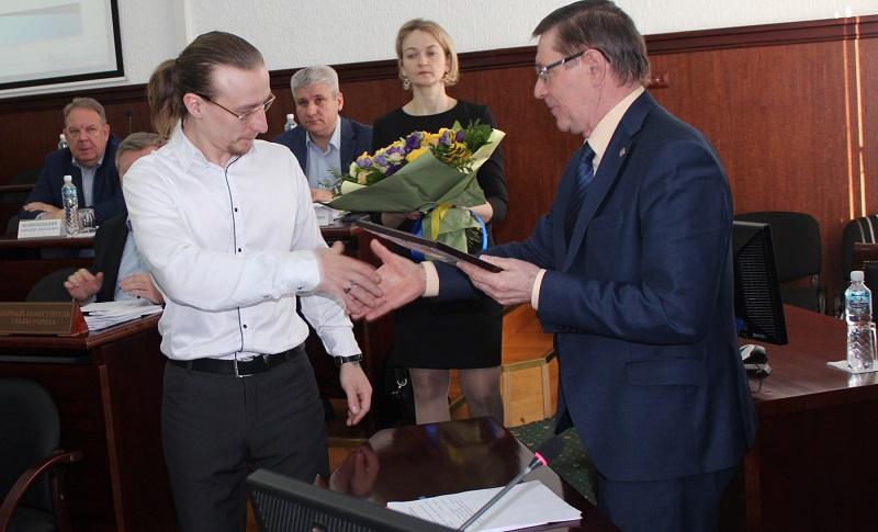 В Тольятти наградили автора сказочных снеговиков