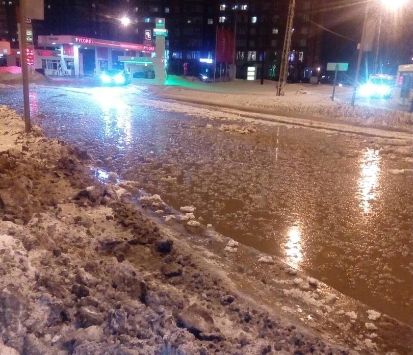 В Тольятти из-за аварии затопило улицу Жукова