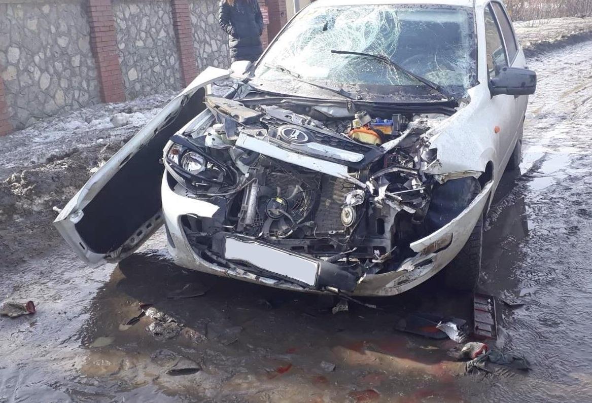 В Тольятти девушка на «Калине» сбила пешехода и врезалась в грузовик