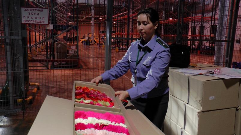 В самарском аэропорту перед 8 марта проверяют «цветочные рейсы»