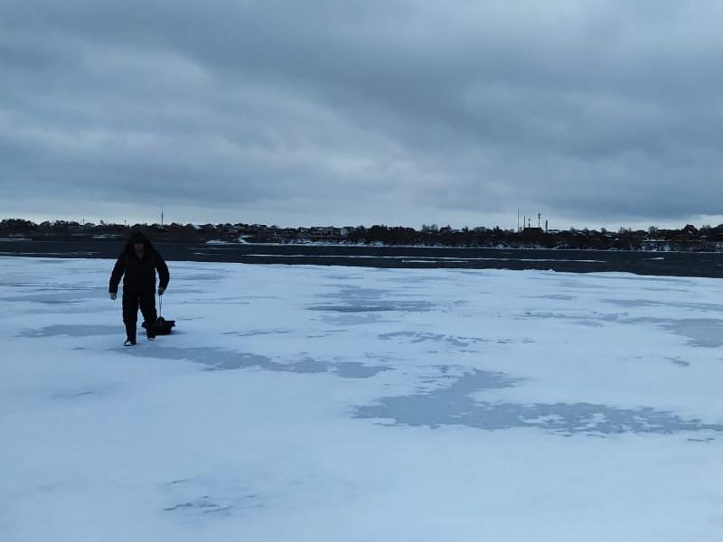 В Тольятти спасали рыбаков, дрейфовавших на льдине
