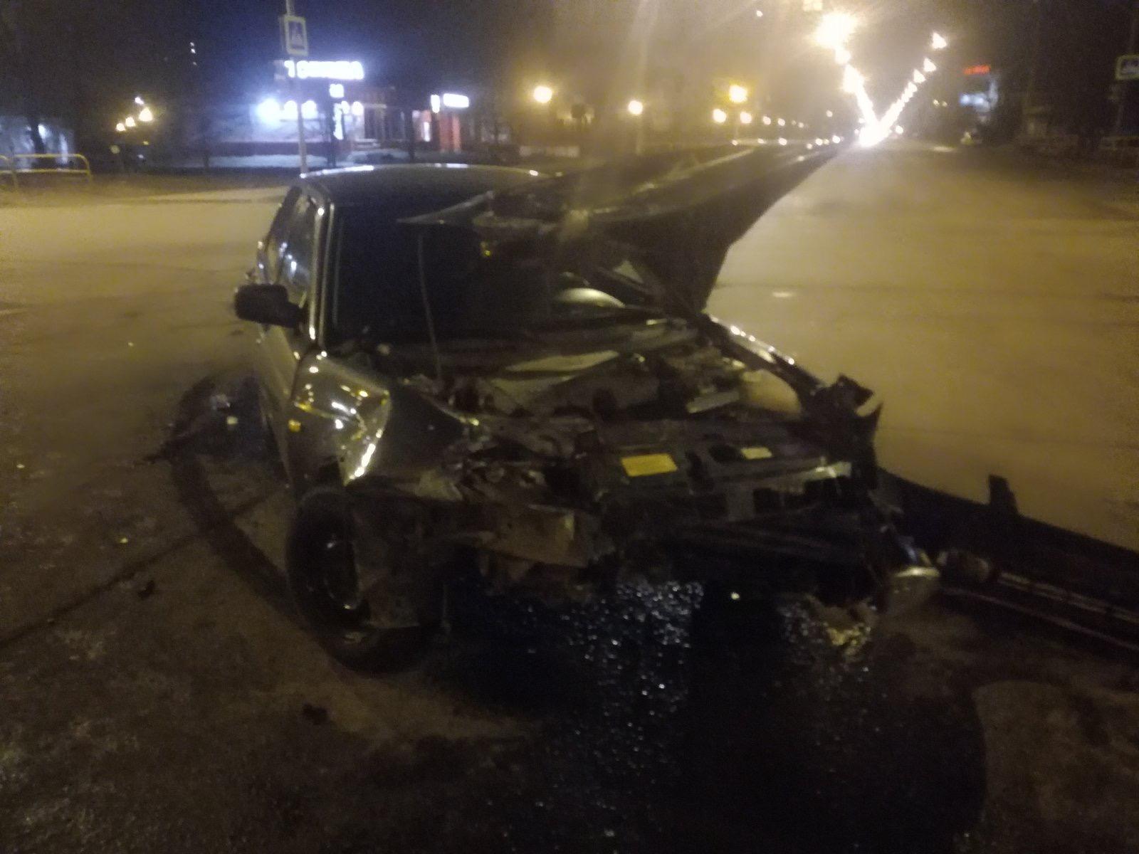 В Тольятти два молодых водителя раскурочили свои машины