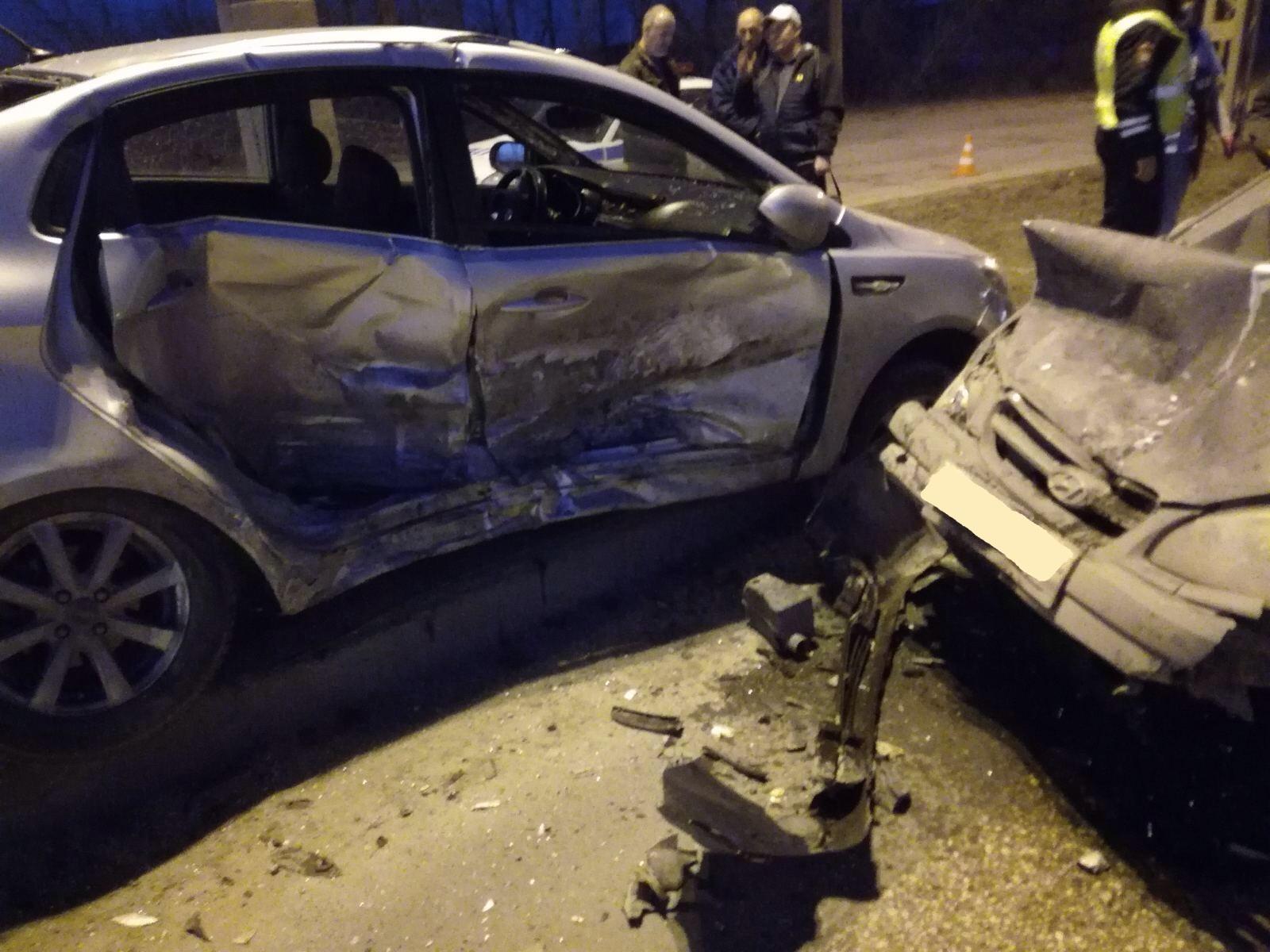 В Тольятти мужчина устроил аварию иномарок и получил травмы