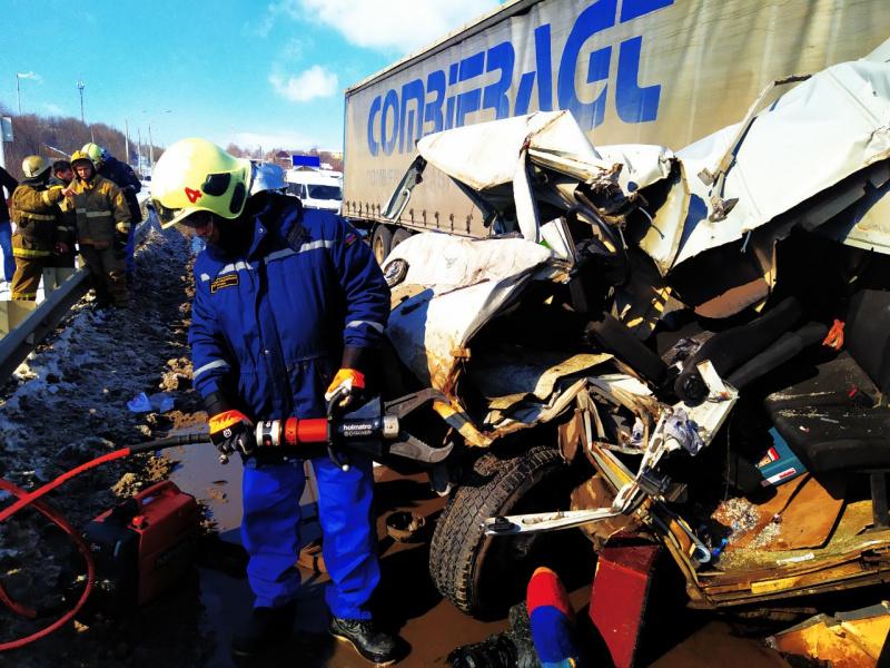 В Самарской области на мосту столкнулись шесть машин