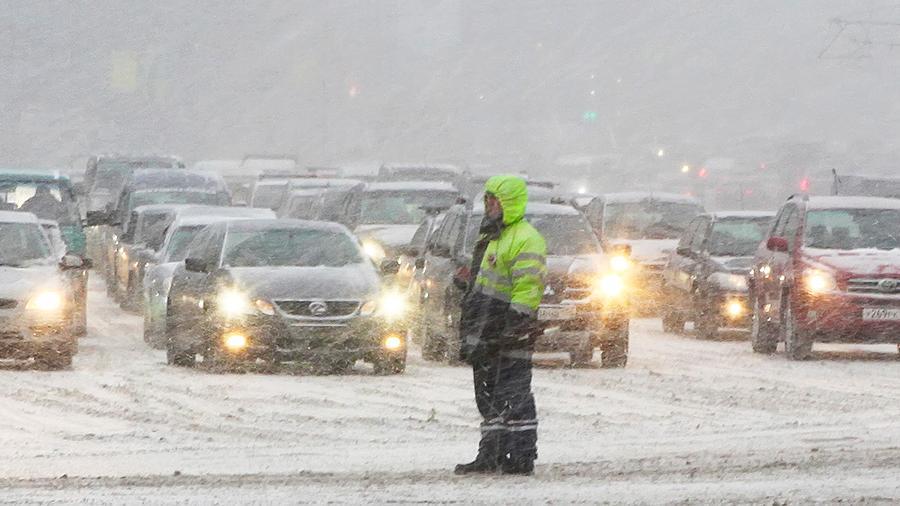 В Самарской области из-за сильного снегопада объявлен оранжевый уровень опасности