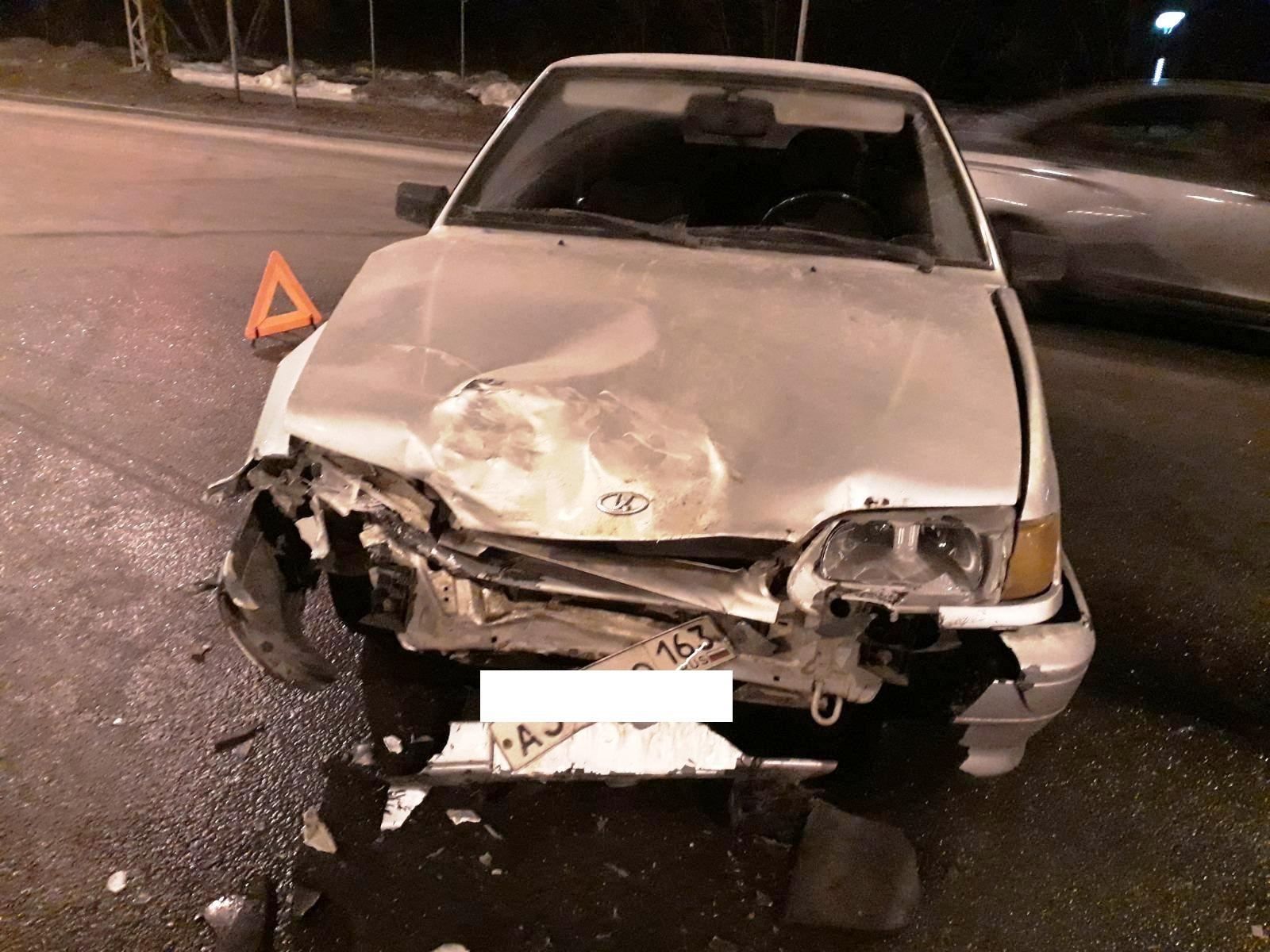Женщина пострадала в аварии «Шкоды» и «Лады» в Тольятти