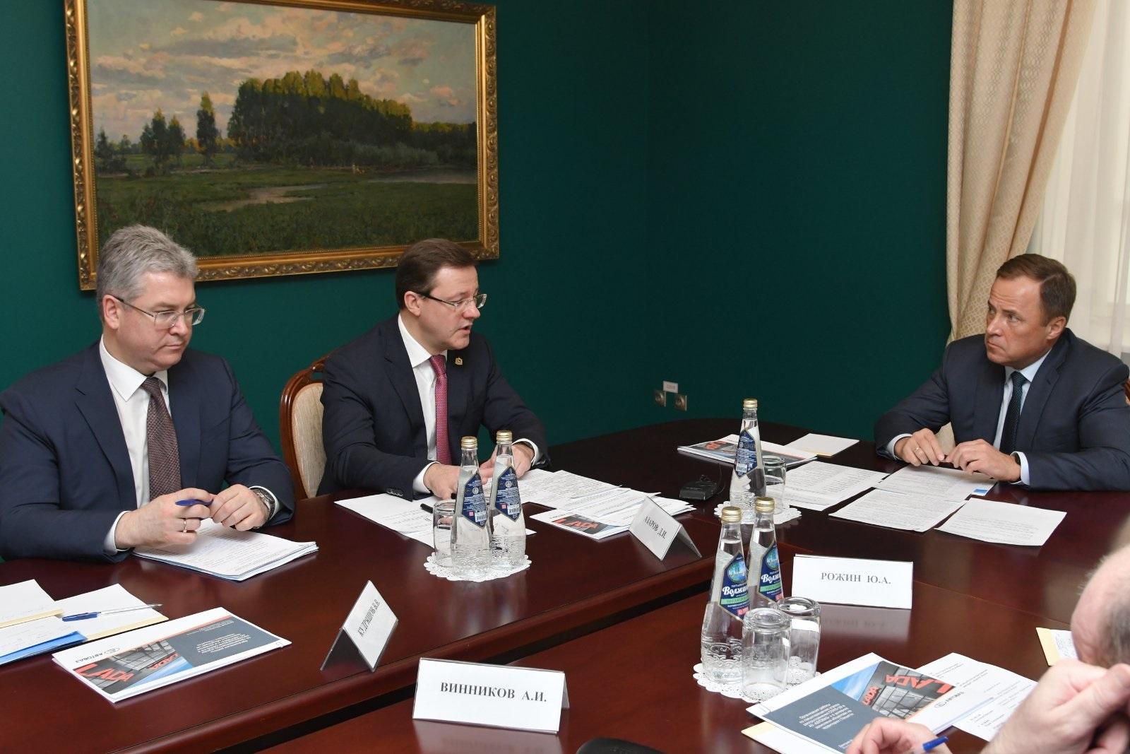 Азаров рассказал Комарову о ситуации с коронавирусом в регионе