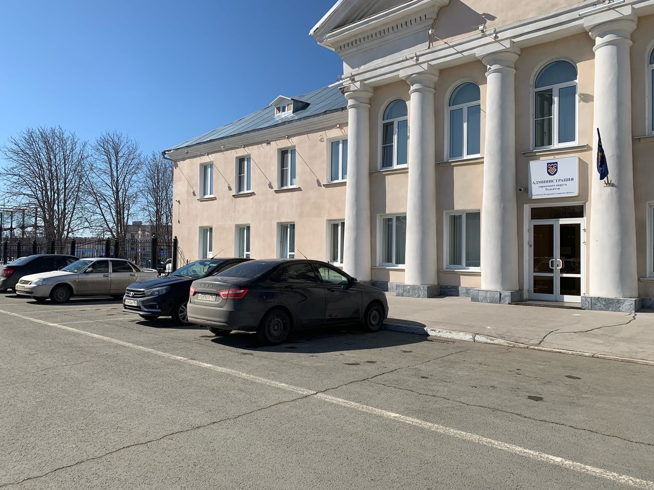 Власти Тольятти отдали машины врачам