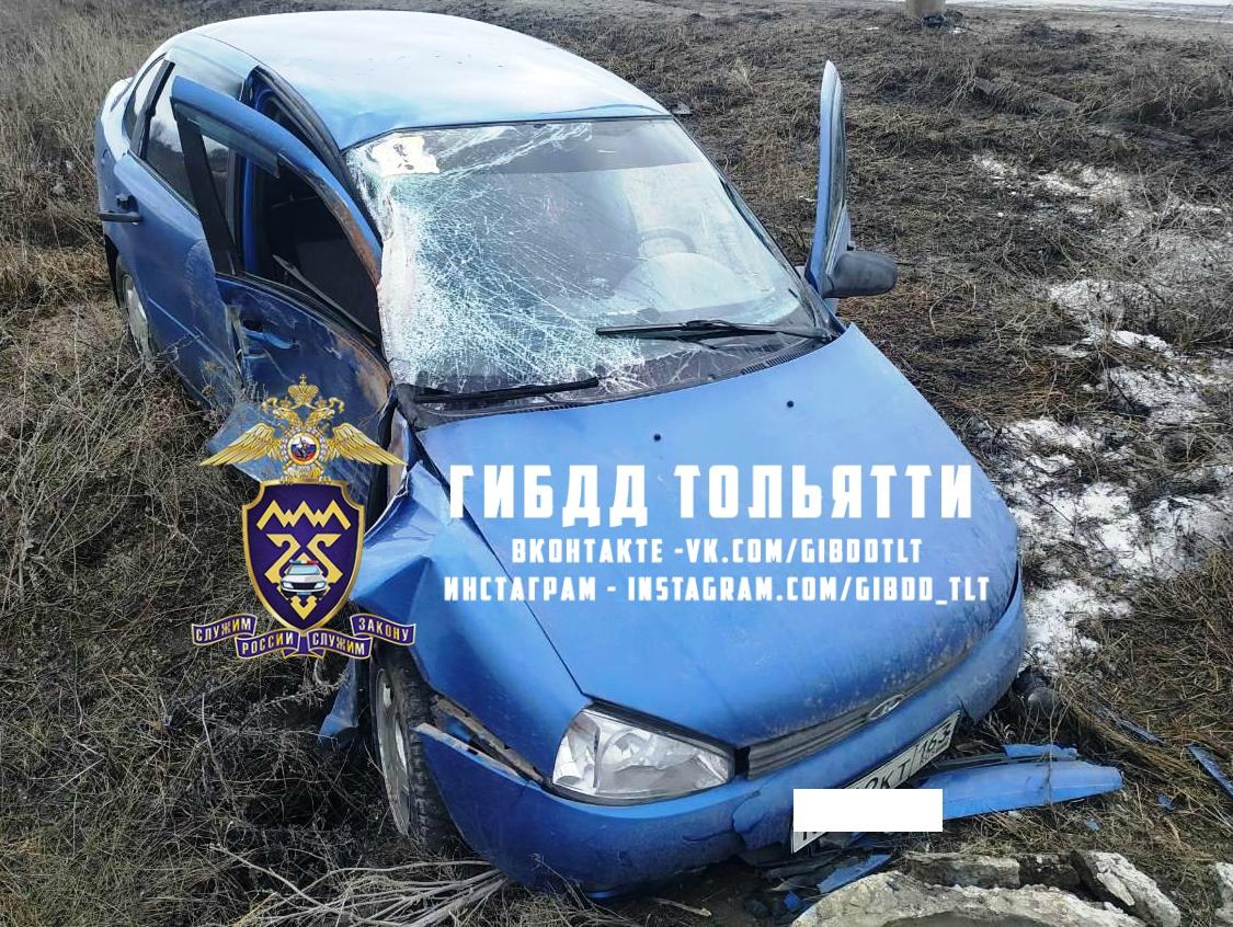 В Тольятти девушка на второй месяц вождения устроила аварию со столбом