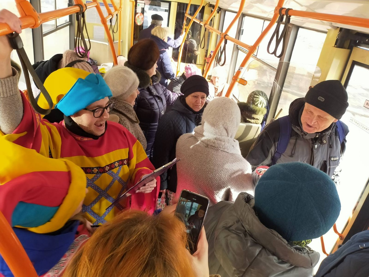 Названы маршруты автобусов, в которых тольяттинцев развлекут и подарят сувениры