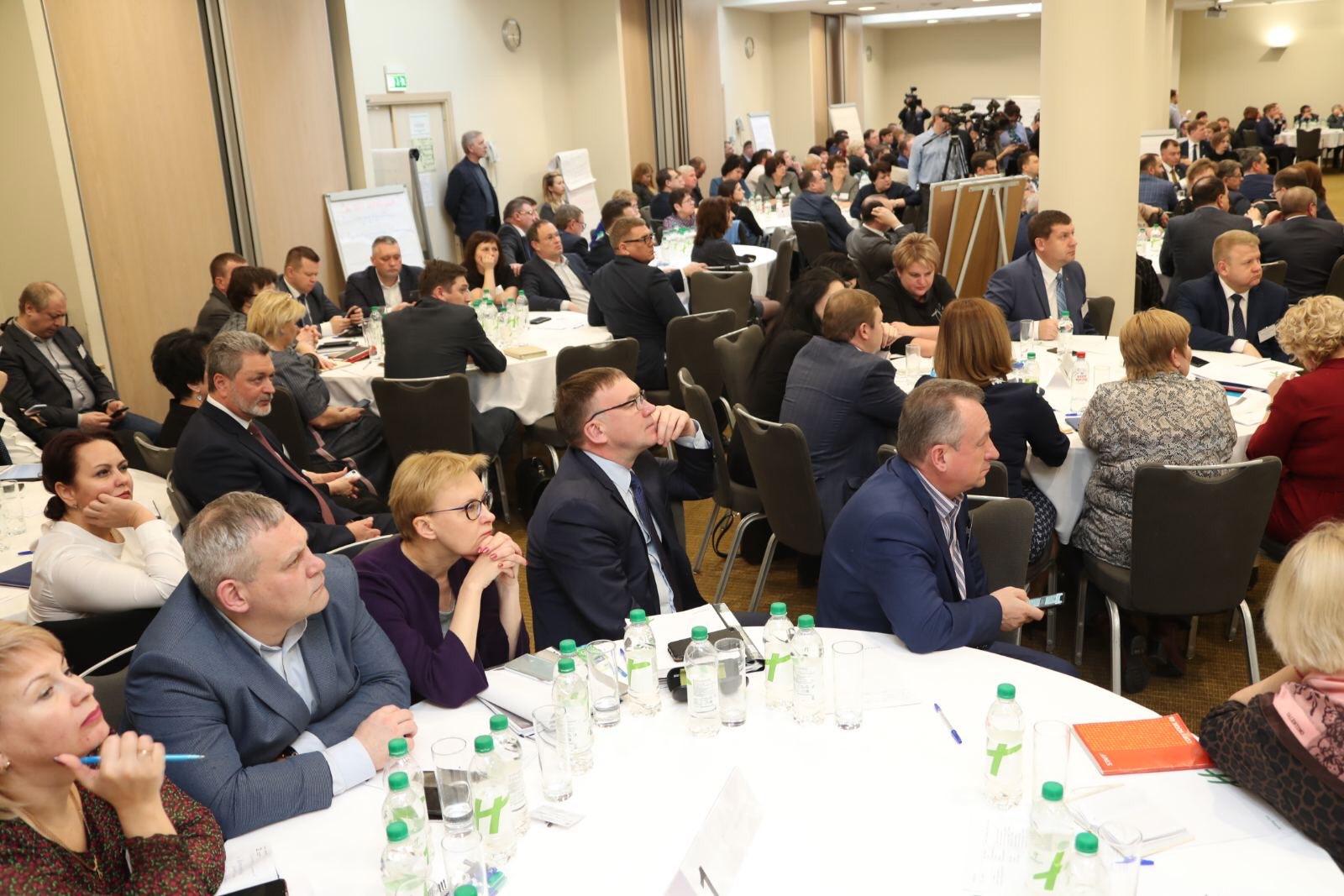 Дмитрий Азаров рассказал, какие города и районы губернии недорабатывают по нацпроектам